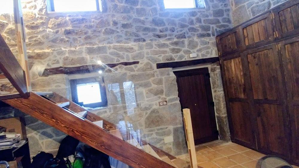 Interior casa rústica en la sierra de madrid