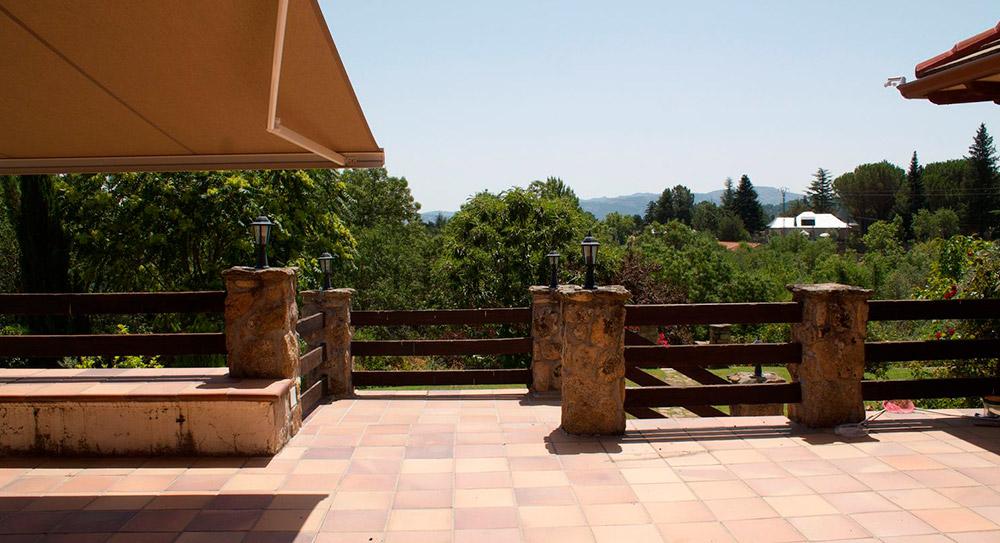 Construcción chalet de piedra en becerril de la sierra vista terraza